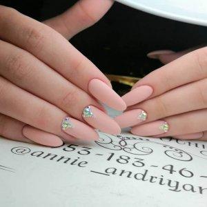 маникюр со стразами на длинные ногти