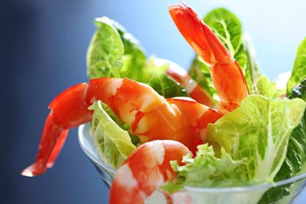 Салат с креветками на новый год 2022