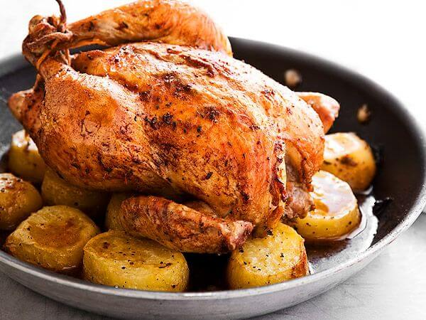 Горячие блюда на Новый год 2019: Курица с картошкой целиком в рукаве