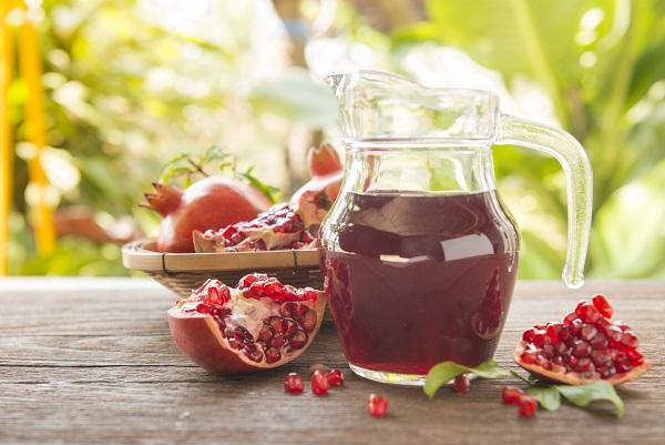 Спелые плоды на столе