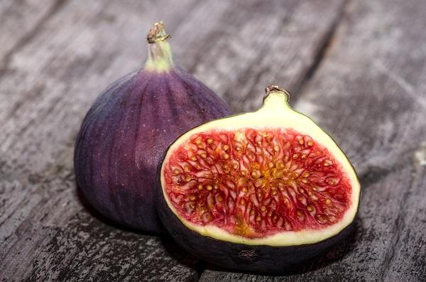 Плоды спелой винной ягоды